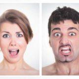 Claudia e Paolo stanno facendo la ceretta… non sanno che …l'Epilazione Permanente è indolore!